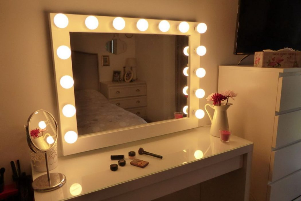lighted-makeup-vanity-mirror