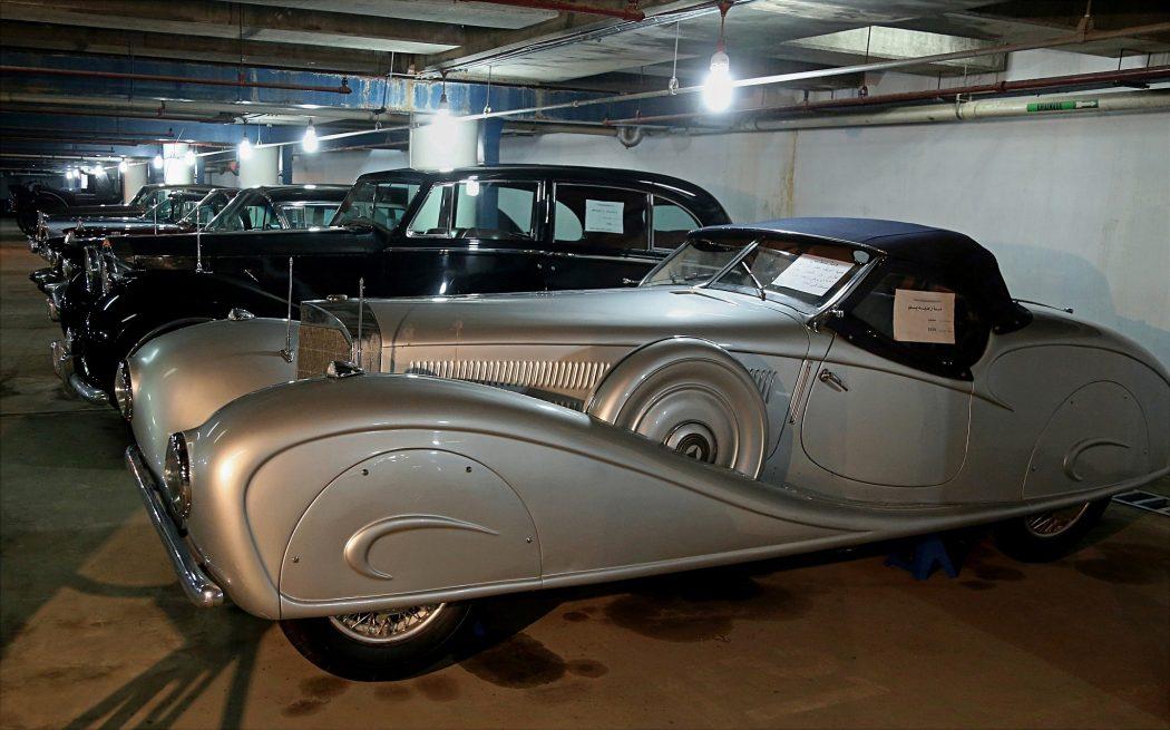 Vintage-automobile-showroom